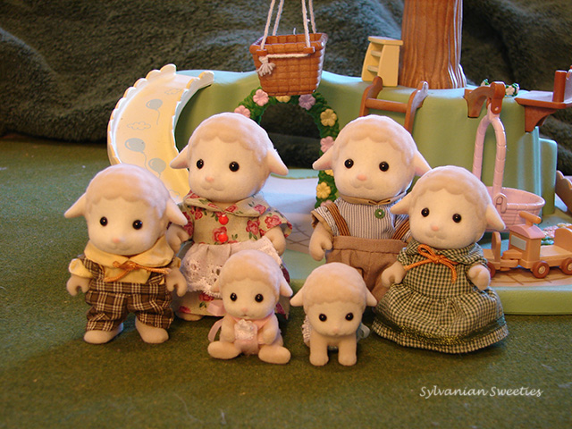 Calico Critters Lambrook Sheep Family