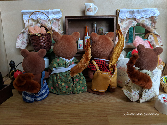 UK Tomy Oakwood Squirrel Family. These are from different sets because the parents have gold tails