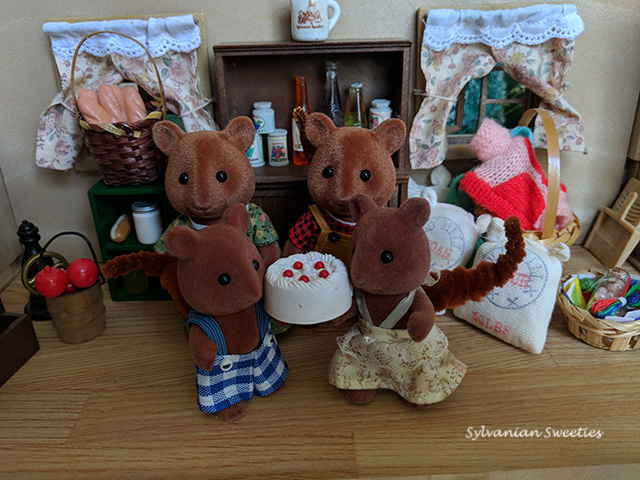 UK Tomy Oakwood Squirrel Family. Here they are preparing for winter. I'm missing Abbie and Acorn.