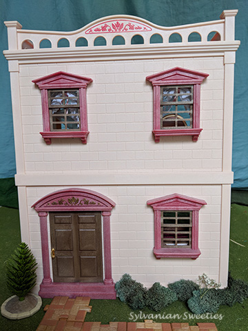 UL Pink House. This house is so girly and is a nice complement to the UL Mansion. Cream and pink figures look quite at home here!