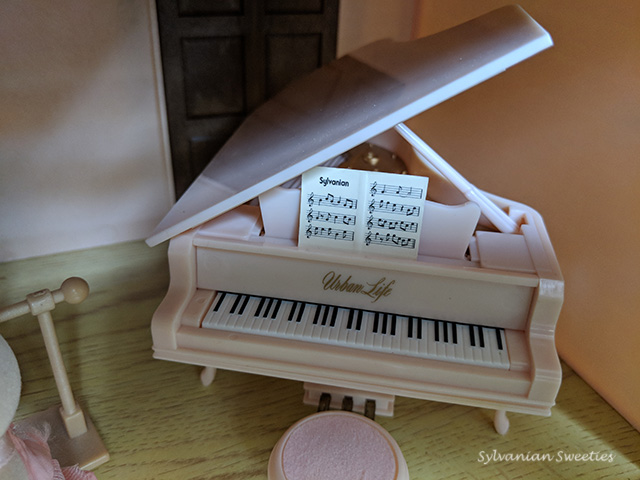 Urban Life Pink Piano. This lives in the Pink House and is perfect for ballet and dance recitals!