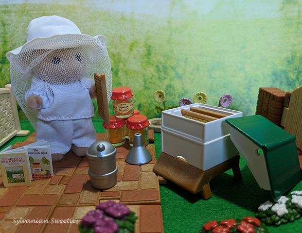UK Flair Beekeeper and Beehive Set -4754